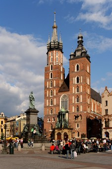 1280px-Kraków - St. Mary Church 01